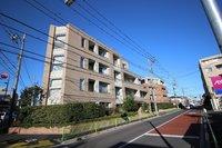 外観:東南角地に建つ瀟洒なマンションです
