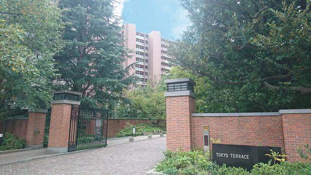 外観:平成17年築・総戸数1036戸のビッグコミュニティ