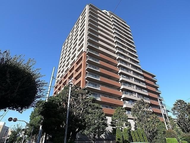 外観:平成16年築の20階建てタワー