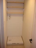 その他:洗濯機置場上部には有ると便利な棚付